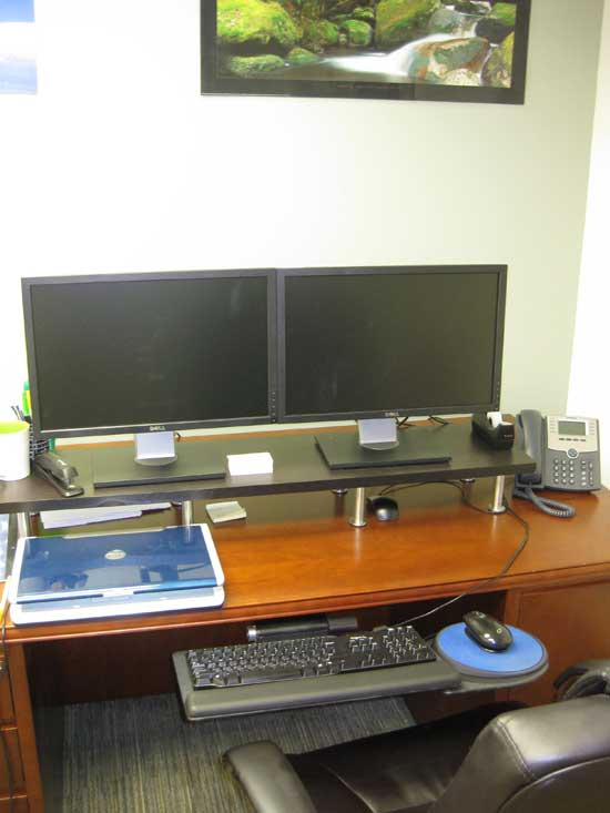 todd_office_desk_setup