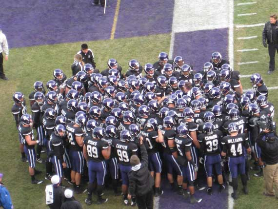 northwestern_wildcat_huddle_wrigley_field